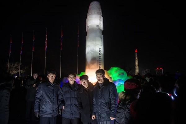 Tên lửa Hwasong-15 bằng băng gây chú ý ở Triều Tiên