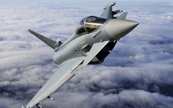Tiêm kích Anh đeo bám máy bay tuần tra Nga