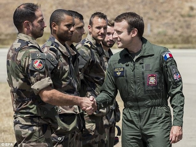 Tổng thống Macron tuyên bố đầu tư mạnh vào vũ khí hạt nhân