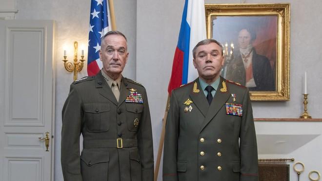 Chủ tịch Hội đồng tham mưu trưởng liên quân Mỹ Joseph Dunford và người đồng cấp Nga Valery Gerasimov