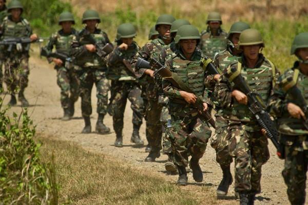 6 cảnh sát đã thiệt mạng trong vụ độ súng với quân đội