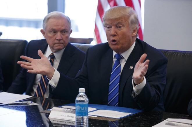 Tổng thống Trump đề nghị Bộ trưởng Tư pháp Jeff Sessions can thiệp để chấm dứt điều tra