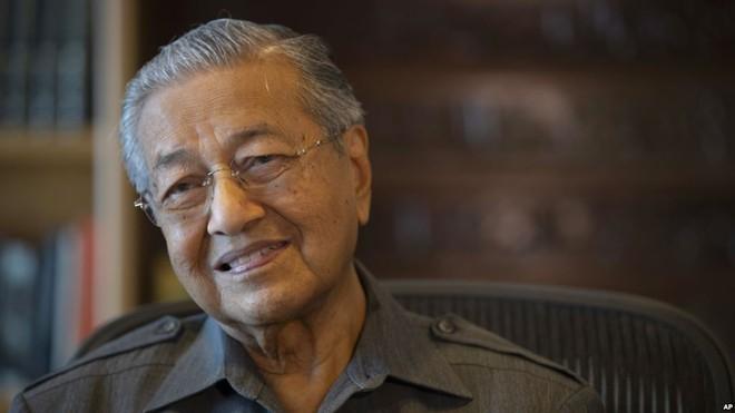Thủ tướng Malaysia cho biết không thể tiếp tục dự án đường sắt do chi phí quá cao