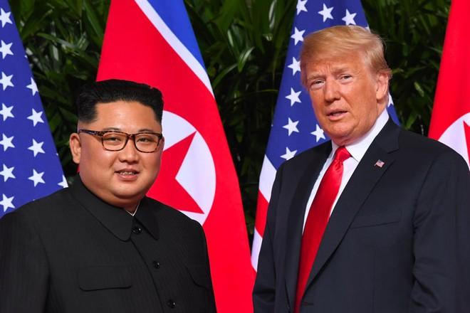 Tổng thống Trump và nhà lãnh đạo Kim Jong-un thường xuyên trao đổi thư từ với nhau