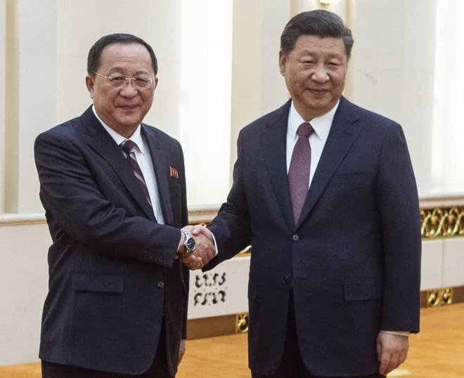 Ngoại trưởng Ri Yong Ho gặp gỡ Chủ tịch Trung Quốc Tập Cận Bình