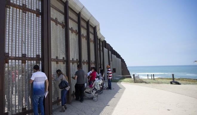 Tổng thống Trump muốn có ngay ngân sách cho bức tường biên giới với Mexico
