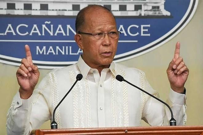 Bộ trưởng Lorenzana lo ngại một cuộc chiến nổ ra với Trung Quốc
