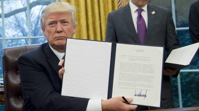 Tổng thống Donald Trump quyết mạnh tay với các tập đoàn công nghệ Trung Quốc