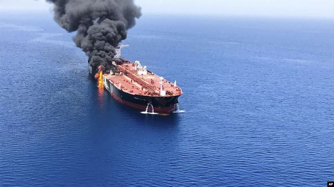 Hai tàu chở dầu bị tấn công tuy nhiên thủy thủ đoàn đều an toàn