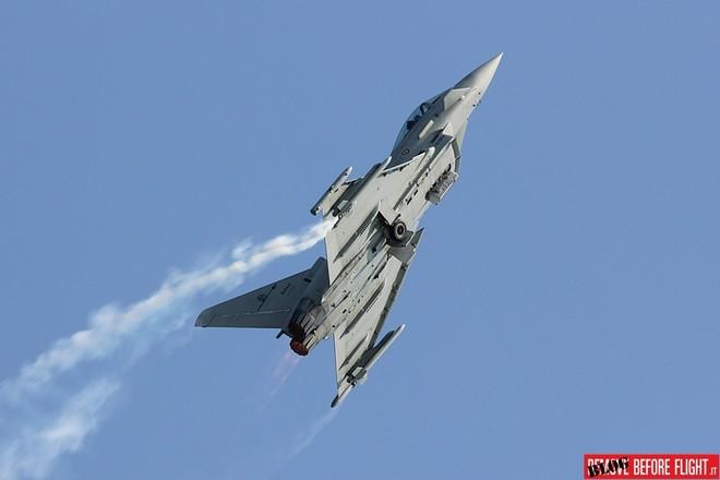 Hai chiếc Eurofighter va chạm khi đang tập trận