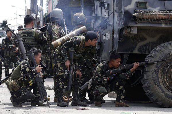 Quân đội Philippines vất vả trong cuộc chiến với khủng bố ở miền nam nước này