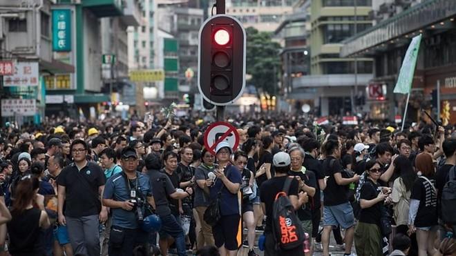 Người dân Hong Kong vẫn biểu tình dù dự luật dẫn độ đã bị khai tử
