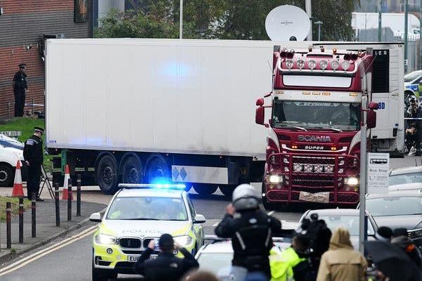 Cảnh sát tại châu Âu thường xuyên phát hiện nhiều người nhập cư trái phép trốn trong các thùng xe tải