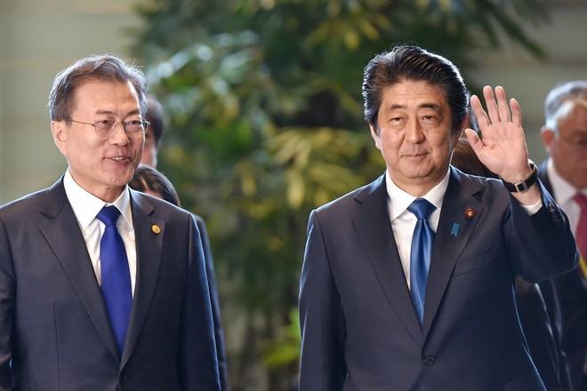 Tổng thống Hàn Quốc Moon Jae-in và Thủ tướng Nhật Bản Shinzo Abe sẽ tới Bắc Kinh trong tuần tới