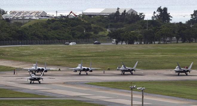 Sự xuất hiện của quân đội Mỹ ở căn cứ Futenma khiến nhiều người dân phản đối