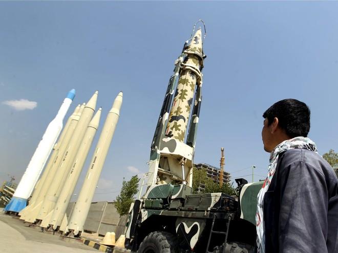 Iran tấn công vào căn cứ của Mỹ ở Iraq để đáp trả vụ ám sát tướng Soleimani