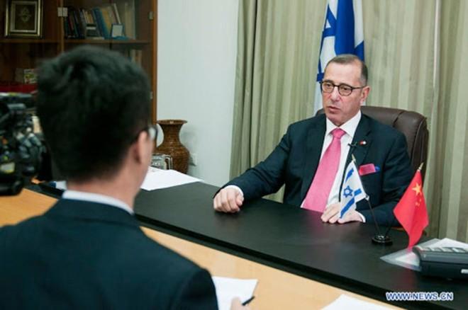 Đại sứ Israel khỏe mạnh nhưng vẫn phải cách ly trong 2 tuần