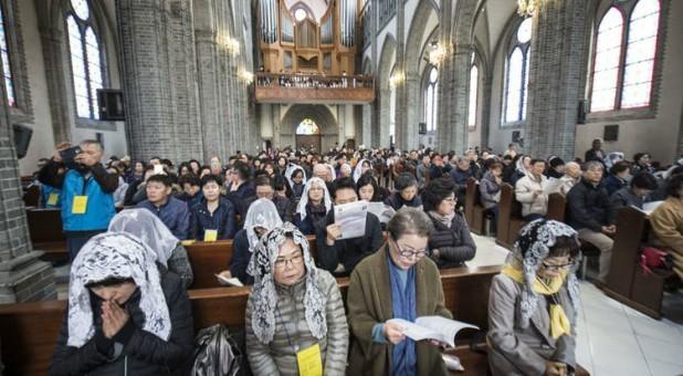 Hàn Quốc hạn chế cho người dân tụ tập đông người, đặc biệt là các hoạt động tôn giáo
