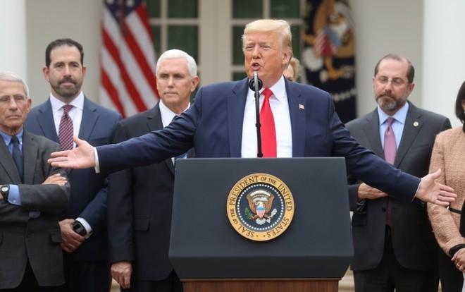 Tổng thống Donald Trump âm tính với virus SARS- CoV-2 mặc dù tiếp xúc gần với 2 người nhiễm bệnh