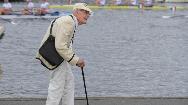 Người trên 70 tuổi ở Anh sẽ được cách ly nhằm tránh dịch Covid-19