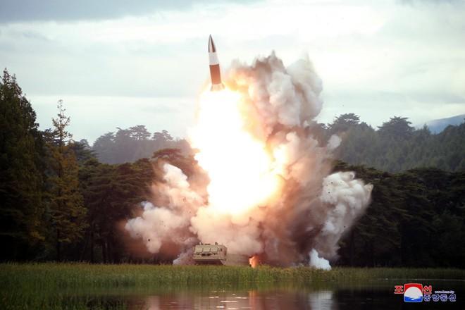 Triều Tiên liên tiếp phóng tên lửa khiến Hàn Quốc và Nhật Bản lo lắng