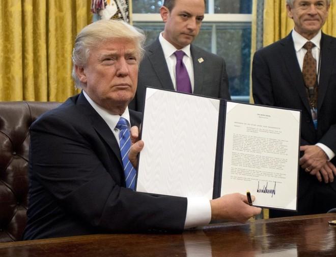 Tổng thống Donald Trump muốn đảm bảo nhu cầu khẩu trang trong nước