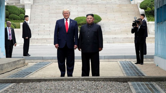 Ông Donald Trump mừng vì ông Kim Jong-un vẫn khỏe mạnh