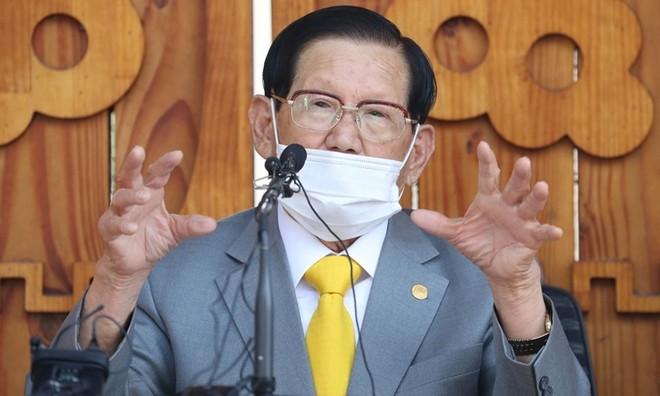 Giáo chủ giáo phái Tân Thiên Địa Lee Man Hee đã bị thẩm vấn