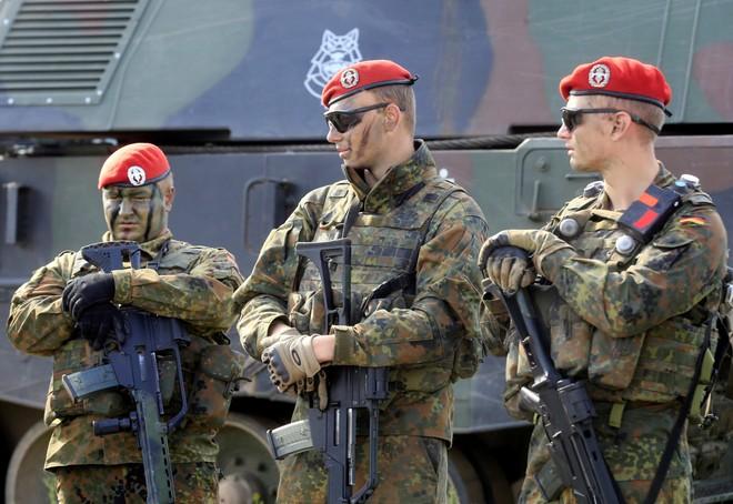 Đức cho rằng, nước này này đóng góp nhiều cho NATO nhưng không thể hiện bằng tiền