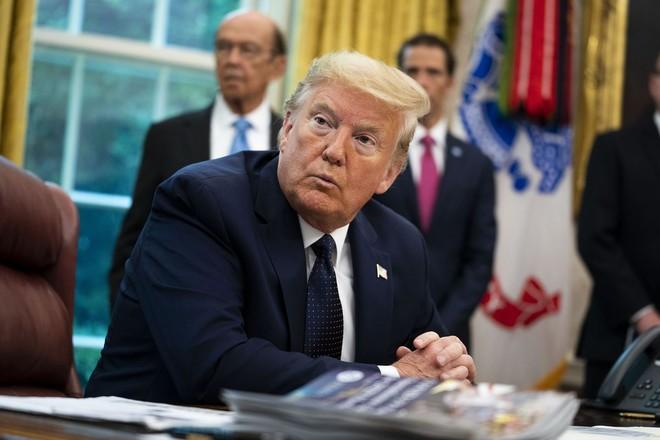 Tổng thống Donald Trump thường xuyên sử dụng Twitter như phương tiện truyền chính
