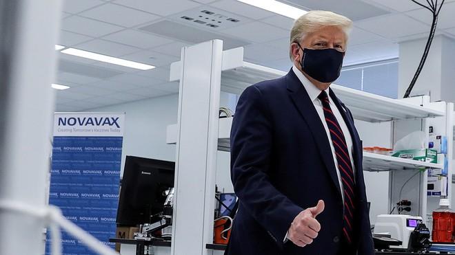 Tổng thống Donald Trump đẩy mạnh nghiên cứu vaccine Covid-19