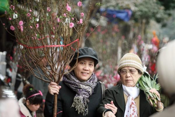 Rộn ràng sắc đào, chợ hoa Hàng Lược ảnh 5