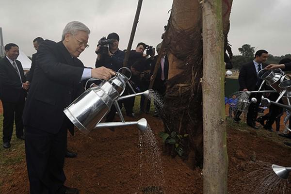 Tổng Bí thư Nguyễn Phú Trọng trồng cây lưu niệm tại Khu Công nghệ cao Hòa Lạc