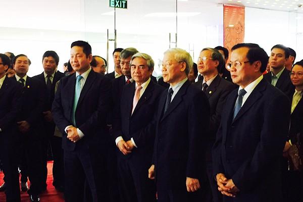 Tổng Bí thư Nguyễn Phú Trọng, Bí thư Thành ủy Hà Nội Phạm Quang Nghị cùng các đồng chí lãnh đạo thăm Khu Công nghệ cao Hòa Lạc