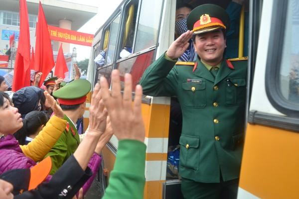 Bí thư Thành uỷ Phạm Quang Nghị động viên tân binh lên đường nhập ngũ ảnh 10