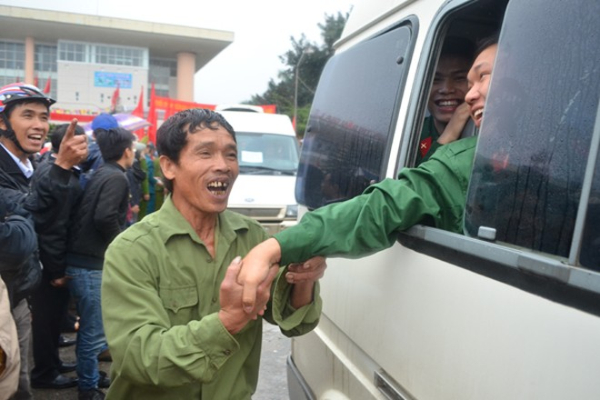 Bí thư Thành uỷ Phạm Quang Nghị động viên tân binh lên đường nhập ngũ ảnh 11