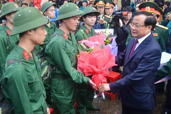 Bí thư Thành uỷ Phạm Quang Nghị động viên tân binh lên đường nhập ngũ ảnh 3