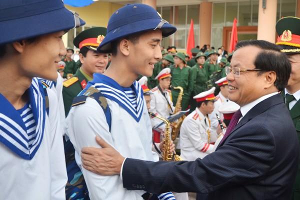 Bí thư Thành uỷ Phạm Quang Nghị động viên tân binh lên đường nhập ngũ ảnh 2