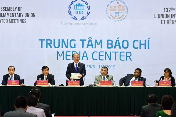 Chủ tịch Quốc hội nước CHXHCN Việt Nam, Chủ tịch IPU-132 Nguyễn Sinh Hùng cam kết Việt Nam sẽ tổ chức thành công sự kiện đặc biệt này