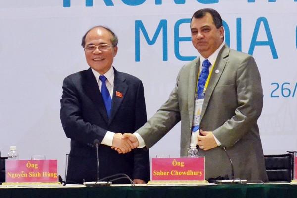 Ngài Saber Chowdhury, Chủ tịch IPU chúc mừng Chủ tịch Quốc hội Việt Nam, Chủ tịch IPU-132 Nguyễn Sinh Hùng