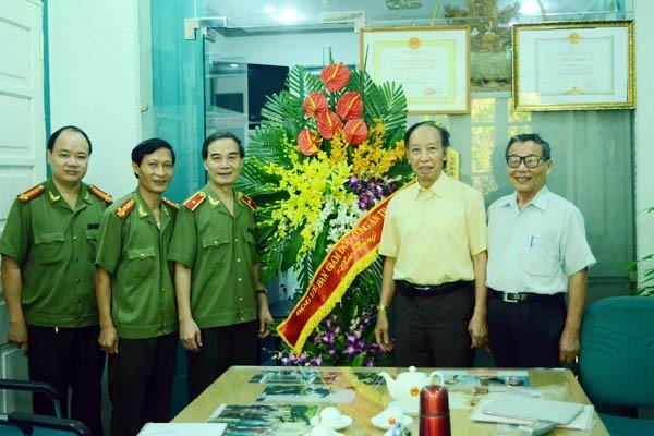 Lãnh đạo CATP Hà Nội thăm, chúc mừng các cơ quan báo chí ảnh 2