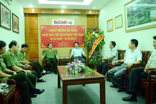 Lãnh đạo CATP Hà Nội thăm, chúc mừng các cơ quan báo chí ảnh 5