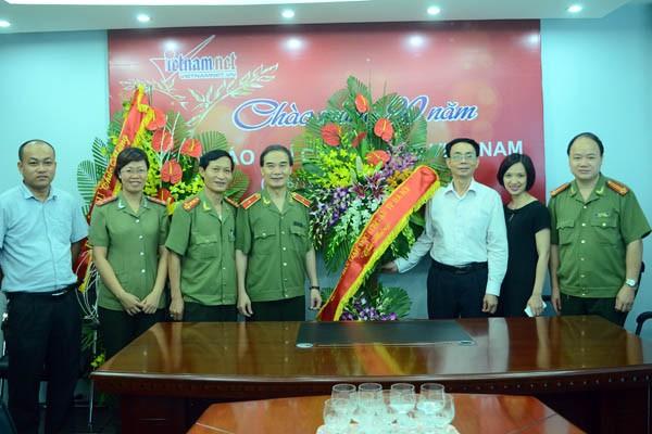 Lãnh đạo CATP Hà Nội thăm, chúc mừng các cơ quan báo chí ảnh 3