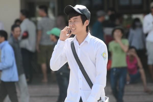 Sĩ tử đội nắng đổ về Hà Nội dự thi ảnh 5