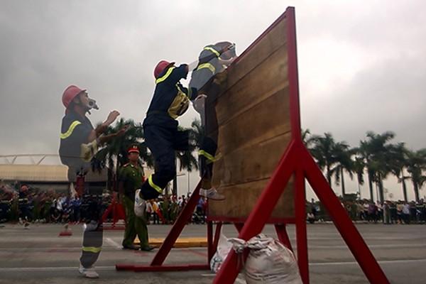Xem lính cứu hỏa thi tài ứng phó với giặc lửa ảnh 5