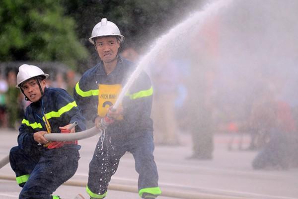 Xem lính cứu hỏa thi tài ứng phó với giặc lửa ảnh 9