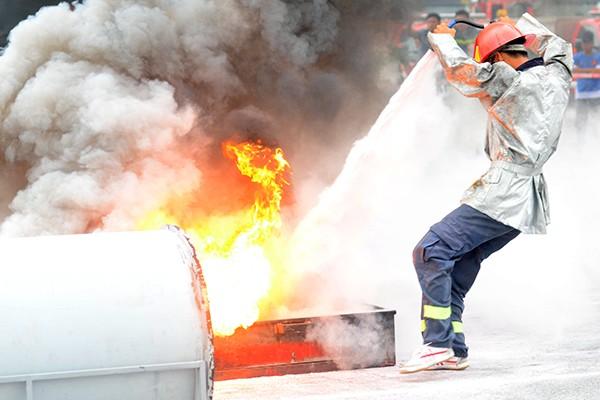 Xem lính cứu hỏa thi tài ứng phó với giặc lửa ảnh 6