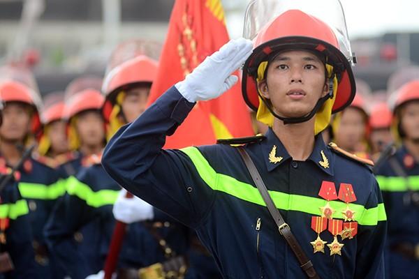 Xem lính cứu hỏa thi tài ứng phó với giặc lửa ảnh 1