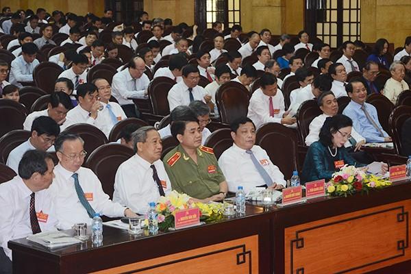 Các đồng chí lãnh đạo cùng các đại biểu dự đại hội