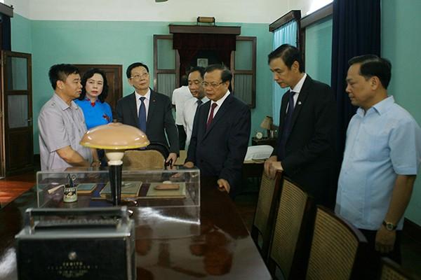 Lãnh đạo Đảng, Nhà nước viếng Chủ tịch Hồ Chí Minh và các anh hùng, liệt sĩ ảnh 5